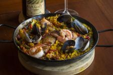 Mariscos paella from La Rambla.   Oregon Wine Press photo
